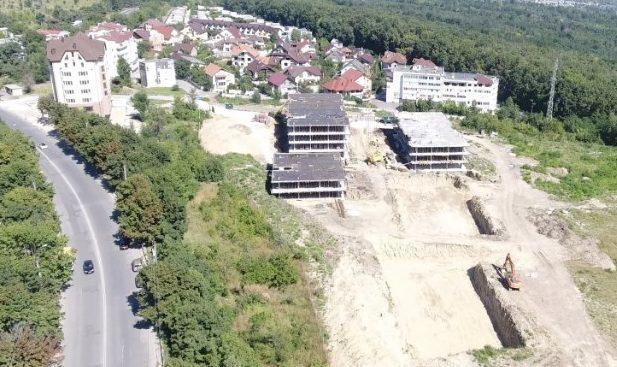 """(VIDEO) Afacerea """"cu risc de alunecare"""" a familiei Stati: Un complex ultramodern va fi construit pe un teren periculos"""