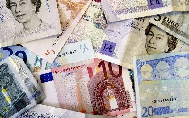 Euro, la paritate cu lira sterlină în 2018