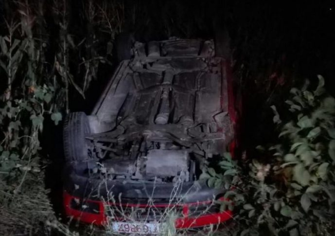 Un șofer s-a răsturnat cu mașina și s-a apucat să-şi caute soția pe câmp, însă aceasta era acasă