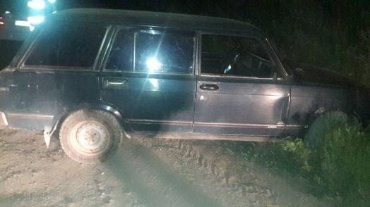 Un tânăr a furat o mașină din garajul unui consătean și a abandonat-o pe imaș: Ce riscă acesta