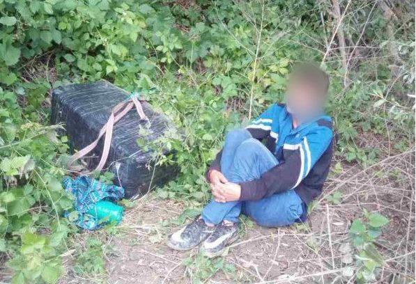 (FOTO) Minori, implicați în contrabanda cu țigări: Transportau neregulamentar coletele cu motocicleta