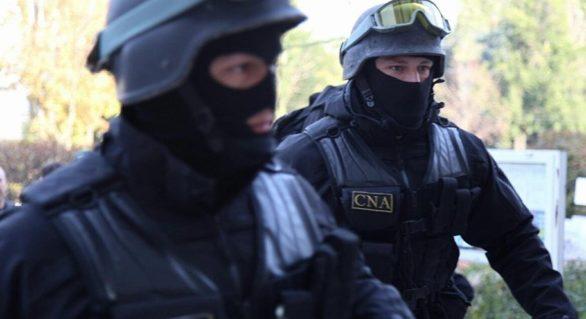 Şeful Postului control fitosanitar Leușeni al ANSA şi reprezentantul unui agent economic, reţinuţi într-un dosar de corupţie