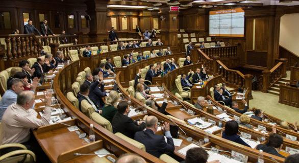 Deutsche Welle: Au transformat Moldova într-un rai al cămătarilor cu bani murdari