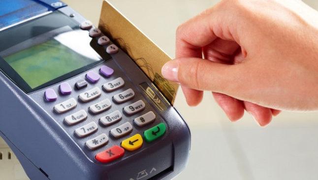 Moldovenii folosesc tot mai des cardul bancar: Retrag zilnic peste 107 milioane de lei