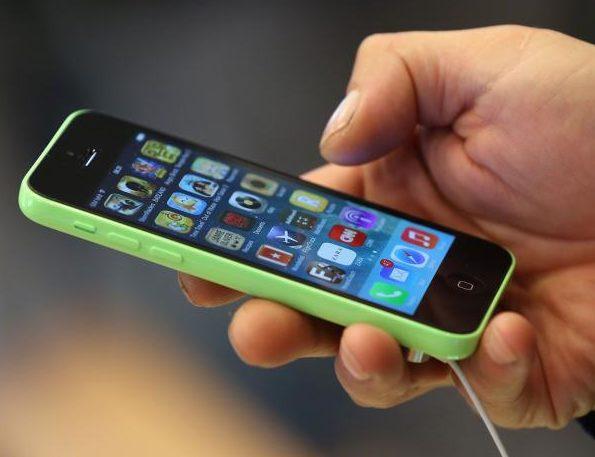 De ce e bine să ții telefonul cu ecranul în jos, atunci când nu îl folosești