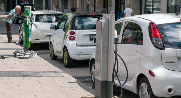 Experţi: Trecerea la vehicule electrice va genera probleme majore pentru Marea Britanie