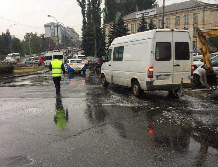 Recomandările polițiștilor pentru șoferi și pietoni: Cum trebuie să circule pe timp de ploaie