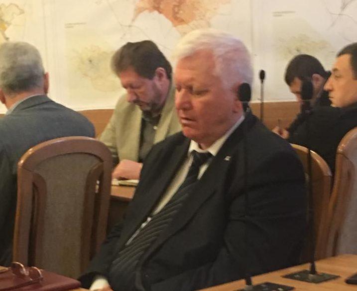 (VIDEO) Azi e luni, zi grea: Discuțiile de la ședința Primăriei l-au adormit la propriu pe un şef de la municipiu