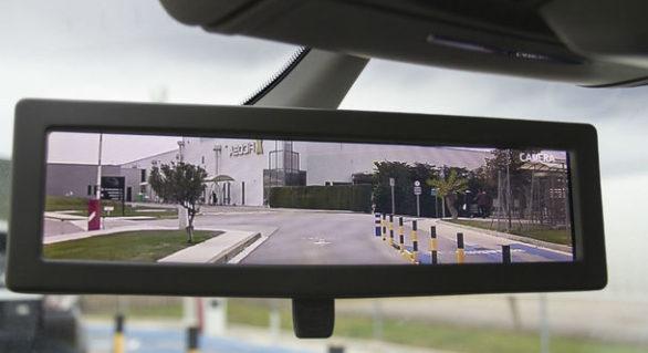 Pas în viitor: Panasonic va începe producția pe scară largă a oglinzilor retrovizoare cu camere video