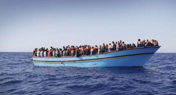Numărul morților ca urmare a scufundării unei ambarcațiuni cu imigranți în largul coastelor Tunisiei a ajuns la 60