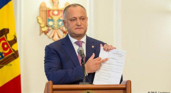 """Moldova, statul în care președintele incită la război și își numește cetățenii """"lepădături"""" și """"paraziți"""