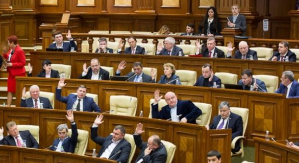 Socialiştii s-au supărat pe Candu şi au părăsit sala plenară a Legislativului