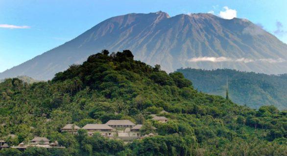Peste 42.700 de persoane, evacuate în Bali în faţa posibilei erupţii a vulcanului Agung
