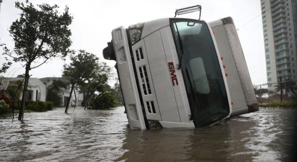Urmările uraganului. Sute de oameni la coadă pentru mâncare în Miami