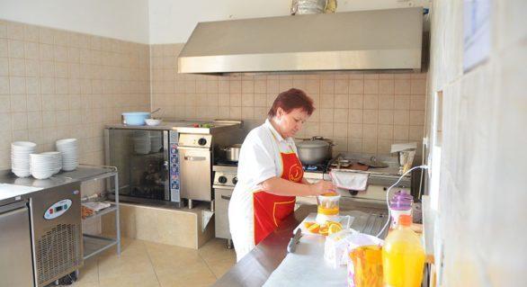 Consilierii CMC au votat proiectul de majorare a salariilor pentru bucătarii şi dădacele din grădiniţe