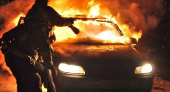 (FOTO) Trei autovehicule cuprinse de flăcări, în Capitală