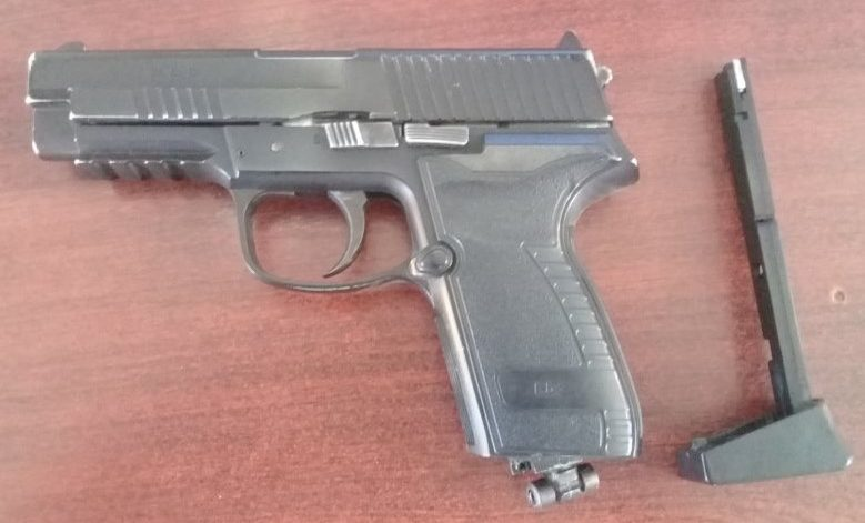 Pistol pneumatic, găsit în bagajul unui ucrainean la frontieră