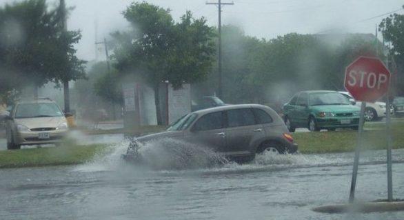 (METEO) Ploi cu descărcări electrice, averse puternice și vijelie în această după-amiază: Codul Galben intră în vigoare