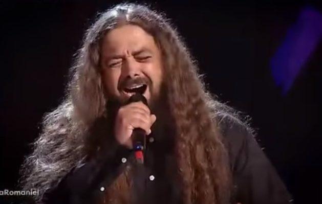 (VIDEO) Un profesor din Chișinău a uimit jurații de la Vocea României cu timbrul său rock