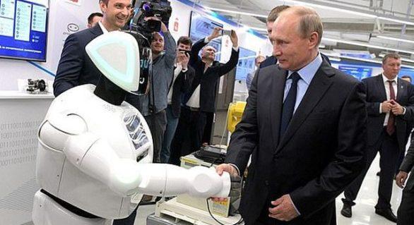 (VIDEO) Un robot l-a întrerupt pe Vladimir Putin pentru a-l saluta