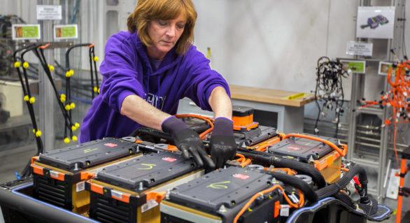 O companie sud-coreeană vrea să producă în Polonia o sută de mii de baterii pe an pentru noile maşini electrice