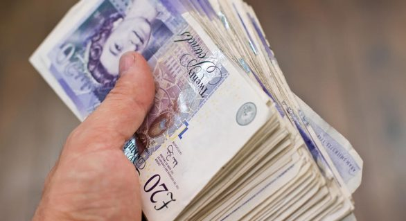 """O româncă a """"stors"""" de la un englez 35.000 lire sterline. Cum i-a reuşit """"performanţa"""""""
