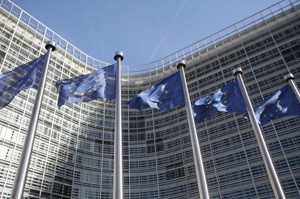 Douăzeci şi trei de state membre UE semnează un acord în domeniul apărării
