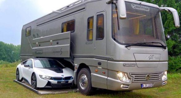 (GALERIE FOTO) Pare un autobuz obişnuit, dar merită doar să-i deschizi uşa. Cât costă bijuteria pe patru roţi