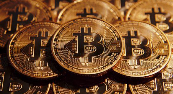 Valoarea bitcoin a scăzut cu peste 1.000 de dolari vineri, după nivelul maxim atins miercuri
