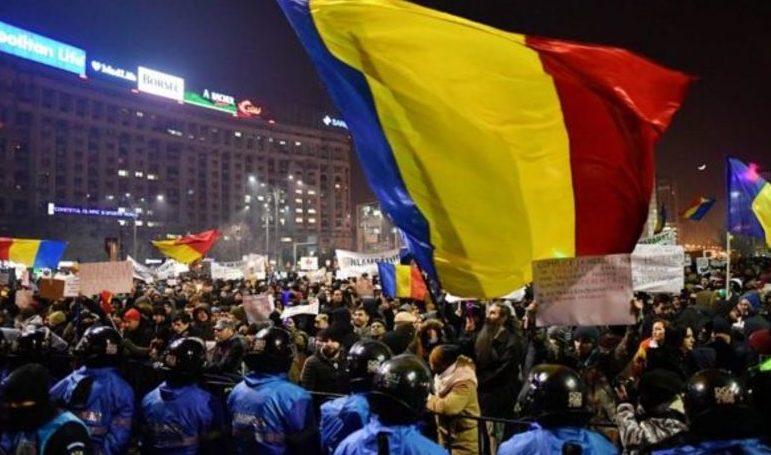Proteste de amploare anunţate azi în România. Zeci de mii de români din diaspora vor ieşi şi ei în stradă