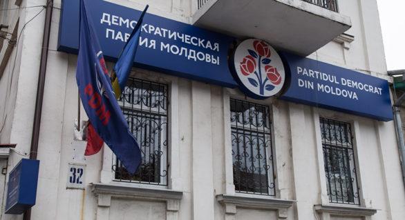 """Deputaţii PD, liberi să voteze cum vor proiectul privind introducerea """"limbii române"""" în Constituţie. Plahotniuc însă vorbeşte româna"""