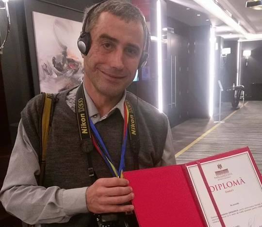 Fotoreporterul care a acționat în judecată Președinția, premiat de Candu; Grigoriţă regretă că a acceptat diploma şi se dezice de ea
