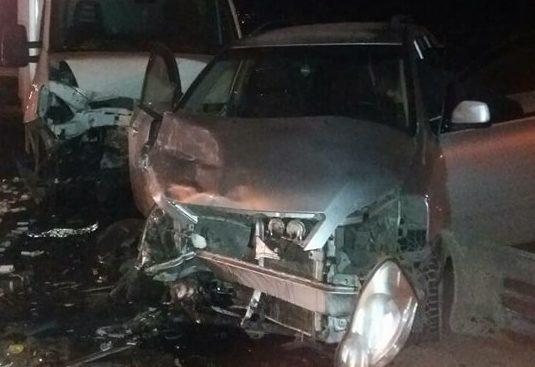 Două maşini s-au ciocnit frontal la intrare în Orhei. La volanul uneia din maşini se afla un preot