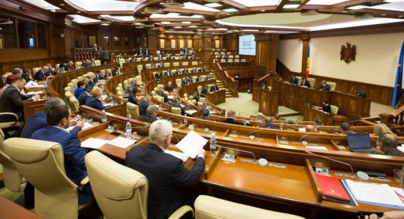 Deși ar trebui să aprobe bugetul pentru anul viitor, Parlamentul modifică bugetul actual