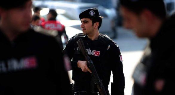 Turcia: mandate de detenţie pentru 107 profesori acuzaţi de legături cu clericul Fethullah Gulen