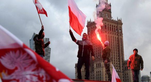 Naționaliștii și extrema dreaptă din Polonia au scos în stradă 60.000 de oameni