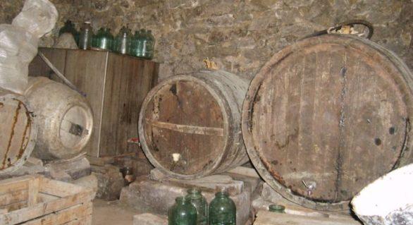 Două persoane au murit, intoxicate cu dioxid de carbon în urma fermentării vinului