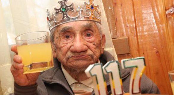 S-a născut în 1896 şi încă trăieşte; Povestea celui mai bătrân om din lume, nerecunoscut de cei de la Guiness