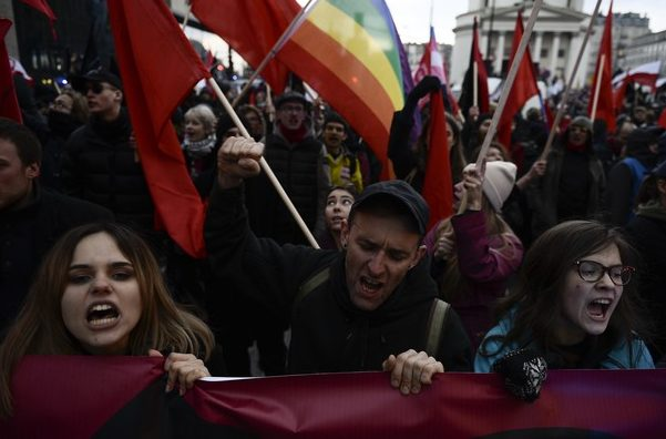 (VIDEO) Aproximativ 60.000 de persoane au participat la un miting naţionalist la Varşovia