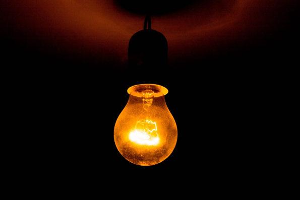 Mai multe localităţi din ţară vor fi lipsiţi astăzi de energie electrică