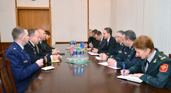 Cooperarea moldo-americană pe dimensiunea Apărării, discutată de Eugen Sturza şi ambasadorul James Pettit