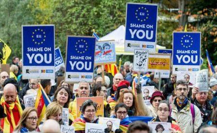 """Susținători ai independenței Cataloniei au protestat la Bruxelles cerând UE să """"apere democrația"""" în Spania"""
