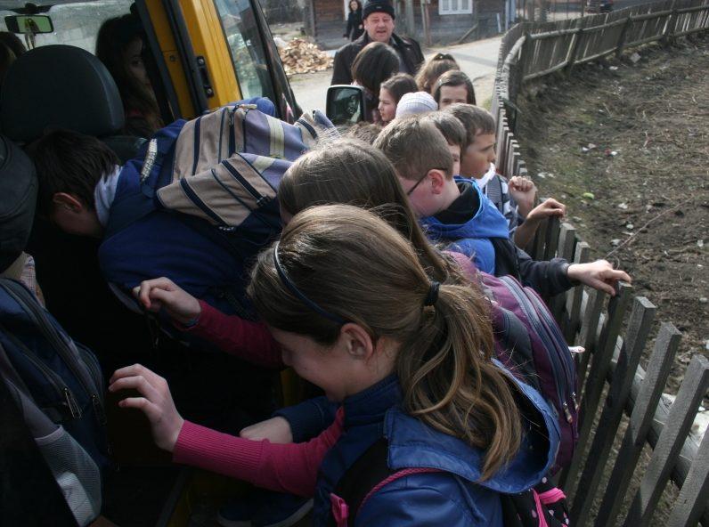 A ajuns cuţitul la os! Localnicii din satul Truşeni s-au săturat de înghesuiala din trasportul public și au scris o petiţie online
