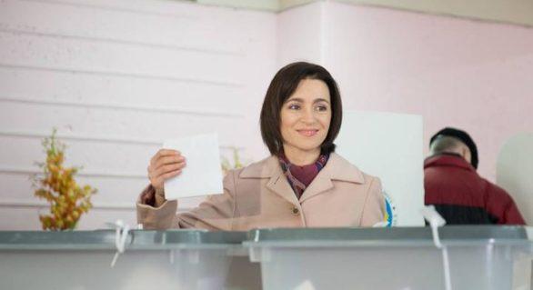 Opinie: Reuşita referendumului pentru demiterea lui Dorin Chirtoacă ar salva-o şi pe Maia Sandu. Cum anume