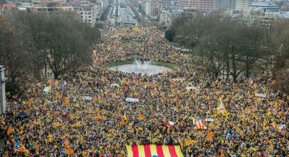 45.000 de persoane au manifestat la Bruxelles în sprijinul independenței Cataloniei