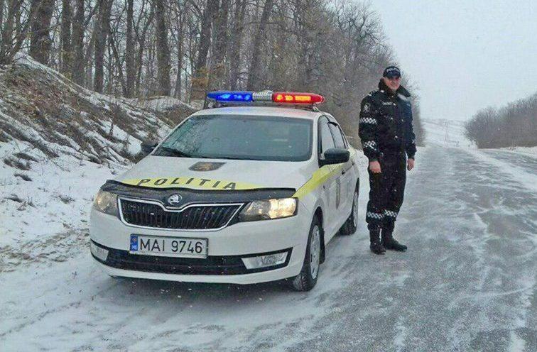 Condiții de lapoviță pe drumuri; INP recomandă șoferilor maximă prudență