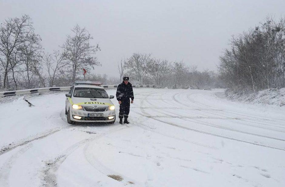 În țară cad precipitații sub formă de lapoviță și ninsoare; Atenționările poliţiei de patrulare