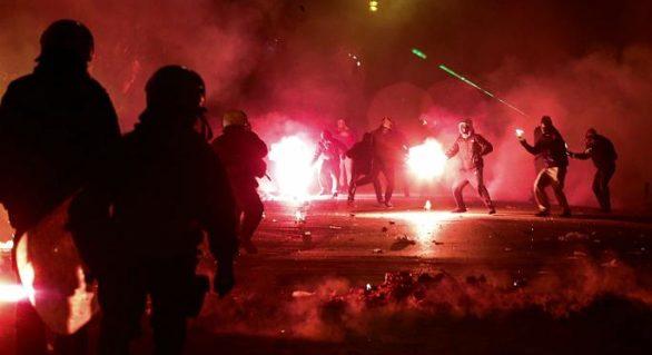 (VIDEO) Flăcări și violențe pe străzile Atenei, la nouă ani de la uciderea adolescentului Alexandros Grigoropoulos
