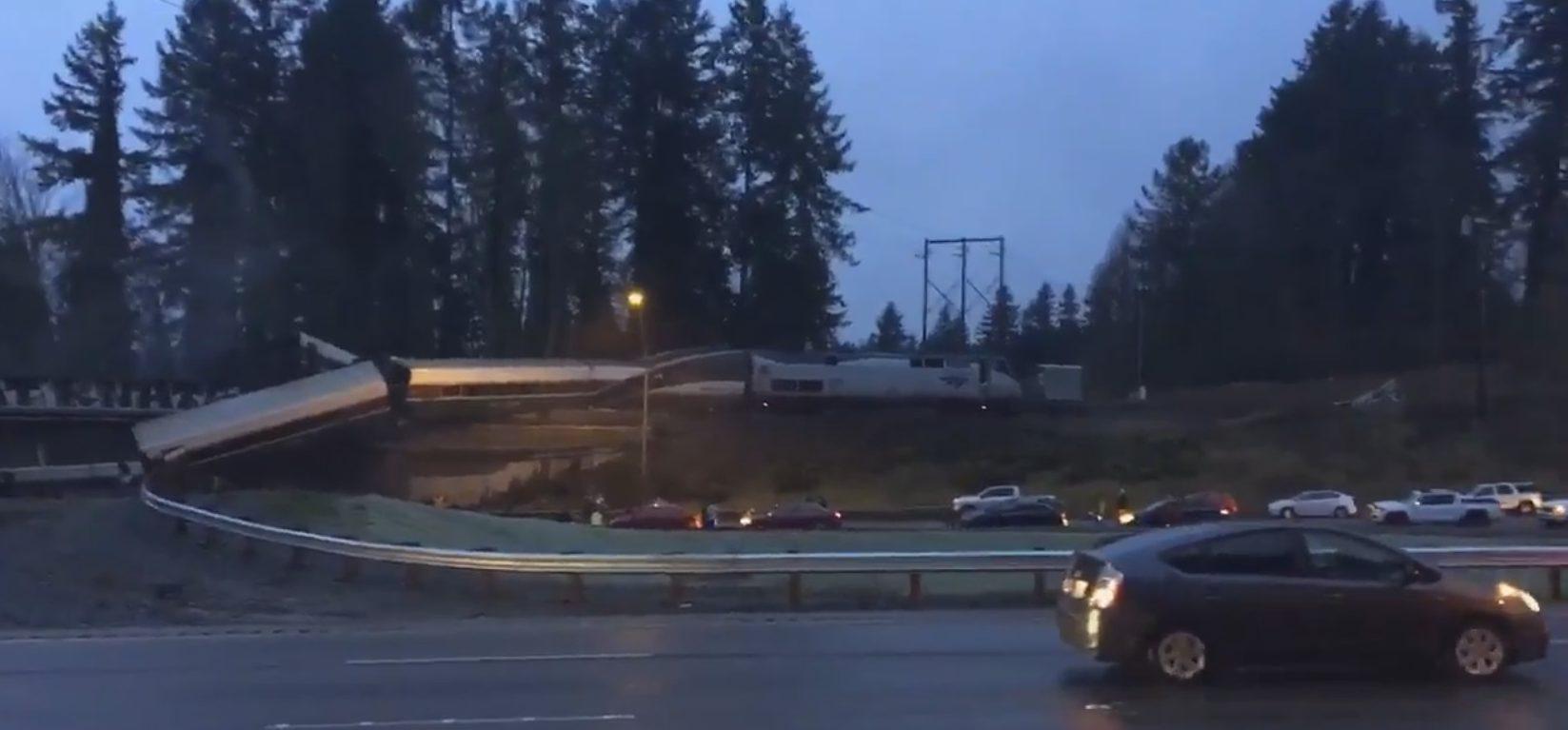 Un tren de mare viteză, deraiat în SUA. Autorităţile anunţă victime, dar fără a preciza un număr al acestora
