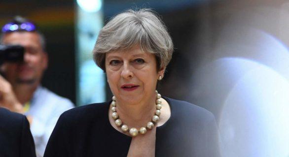 Complot pentru asasinarea premierului Theresa May, dejucat în Marea Britanie. Doi bărbaţi, reţinuţi